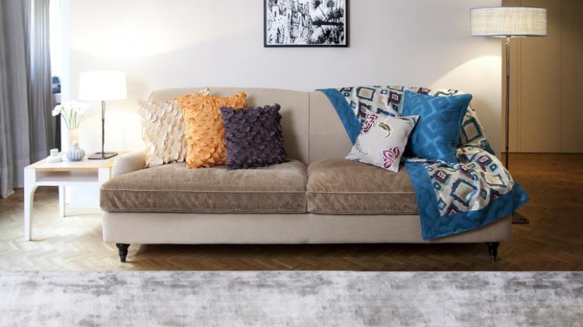 narzuta turkusowa na sofę
