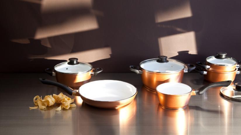 garnki z powłoką ceramiczną złote
