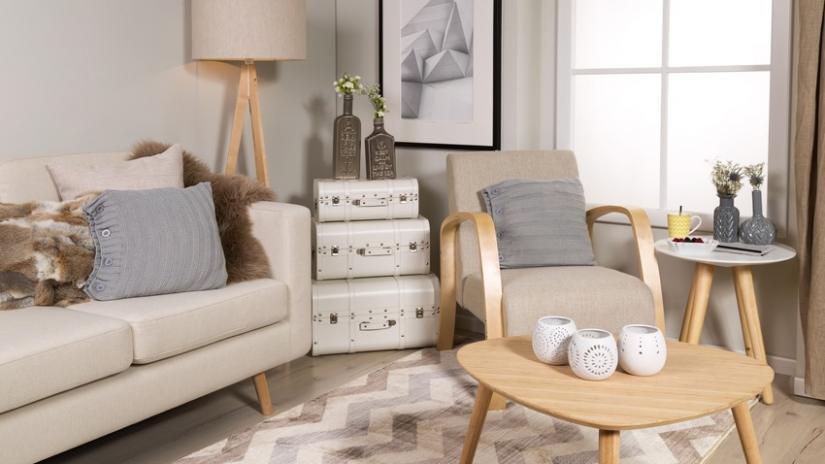 stół w stylu skandynawskim drewniany