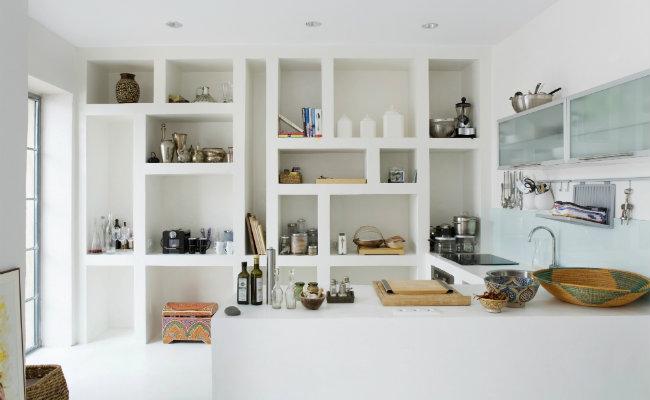 Białe meble kuchenne w nowoczesnej kuchni