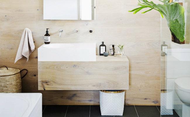 Białe akcesoria w stylu skandynawskim do łazienki