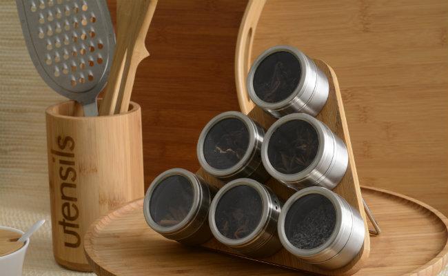 Drewniane pojemniki na przyprawy