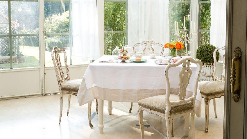 stół kuchenny i krzesła w stylu prowansalskim