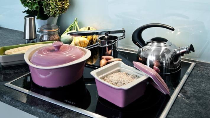 fioletowy wystrój kuchni