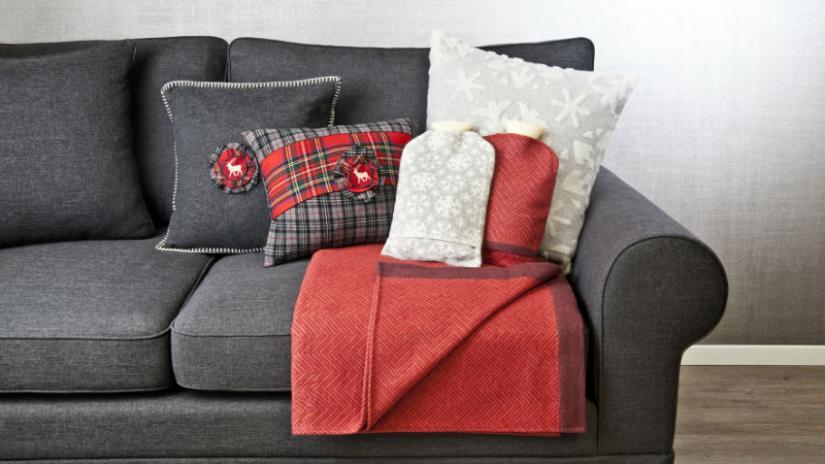 dekoracyjne poduszki w stylu skandynawskim