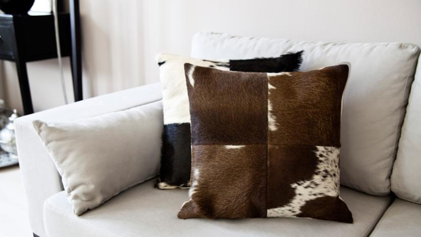 poduszki w stylu skandynawskim z futra