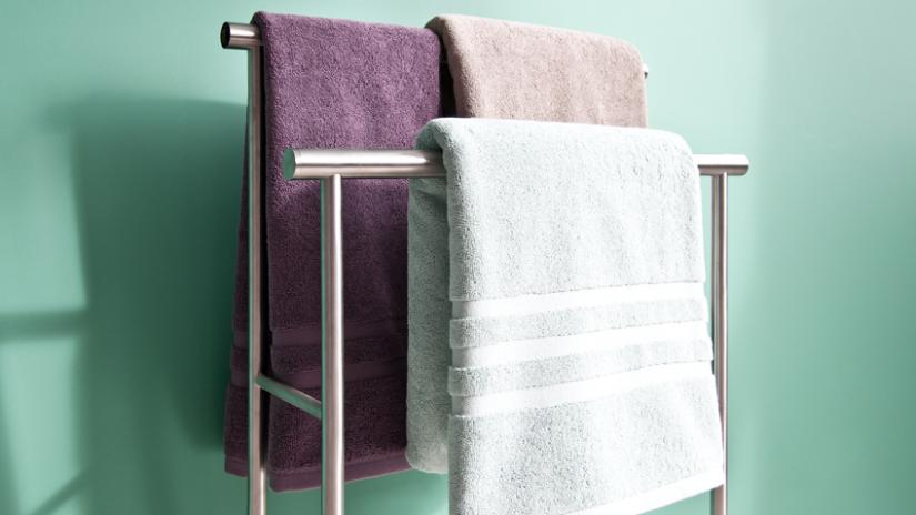 stojący wieszak na ręczniki stalowy