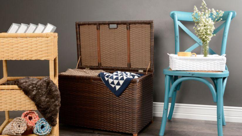 krzesło turkusowe drewniane