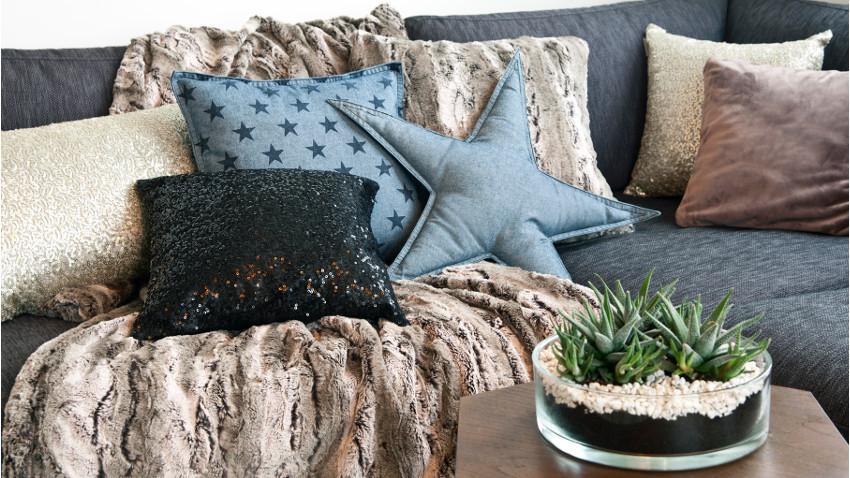 Granatowe poduszki