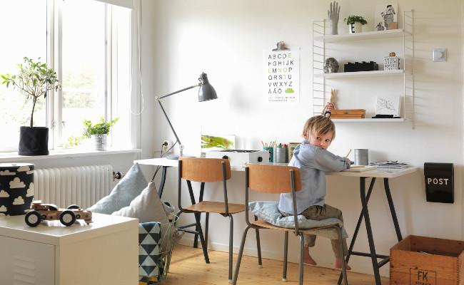 Jasny pokój dziecięcy w stylu skandynawskim