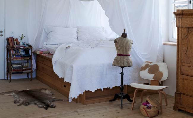 Sypialnia w tradycyjnym, wiejskim stylu