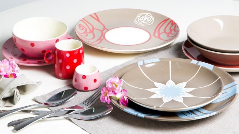 kolorowe talerze porcelanowe