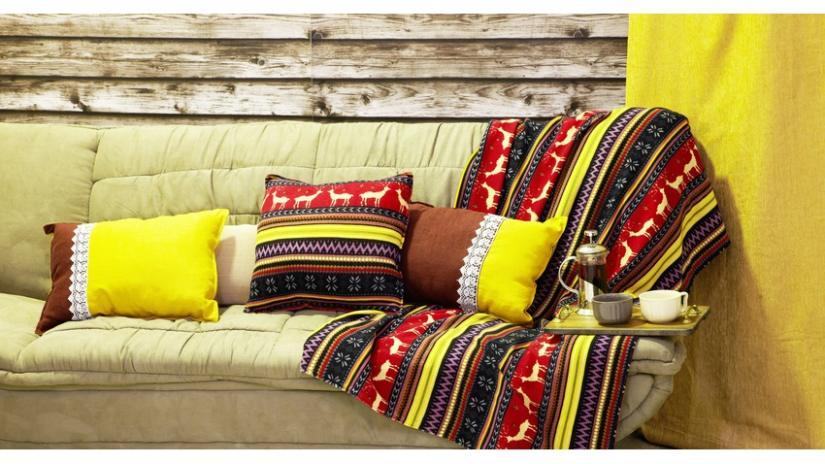 zielona sofa boho