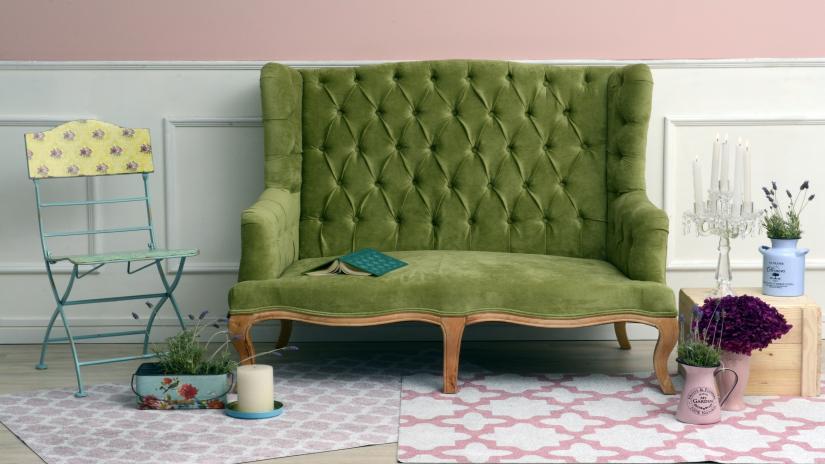 zielona sofa pikowana