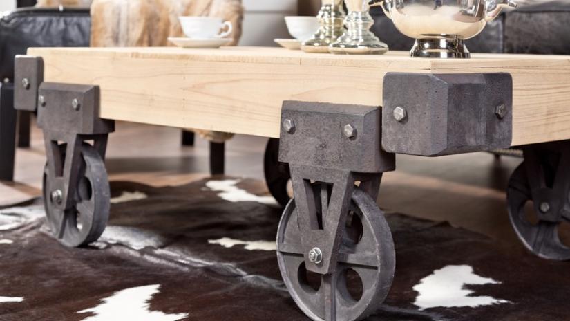 stolik kawowy na kółkach industrialny
