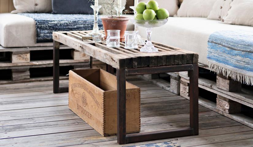 Klasyczny stolik kawowy w stylu industrialnym