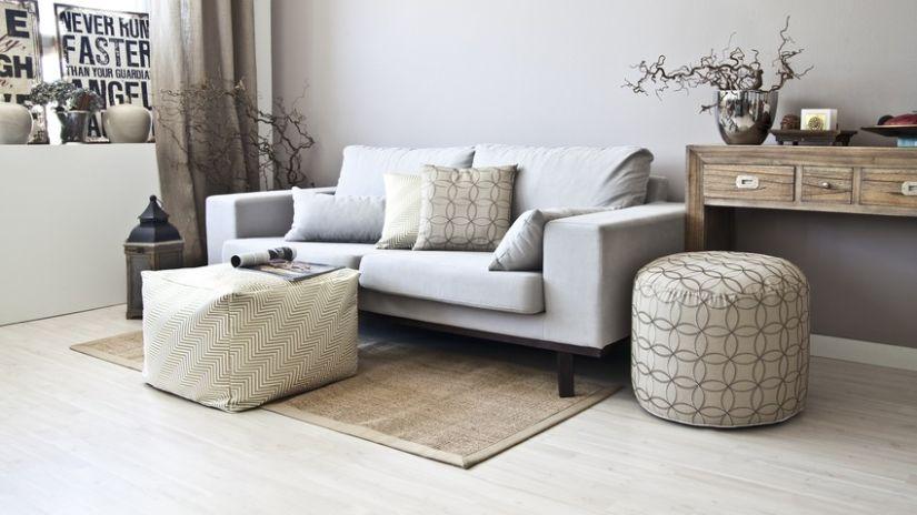 Moderná sivá taburetka do obývačky