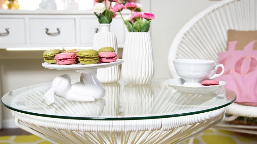 Romantický sklenený okrúhly stôl