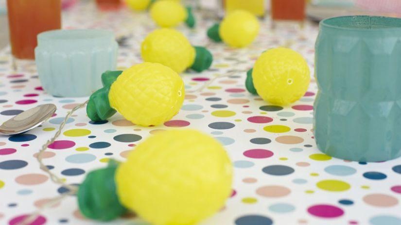 Farebné párty dekorácie na stôl
