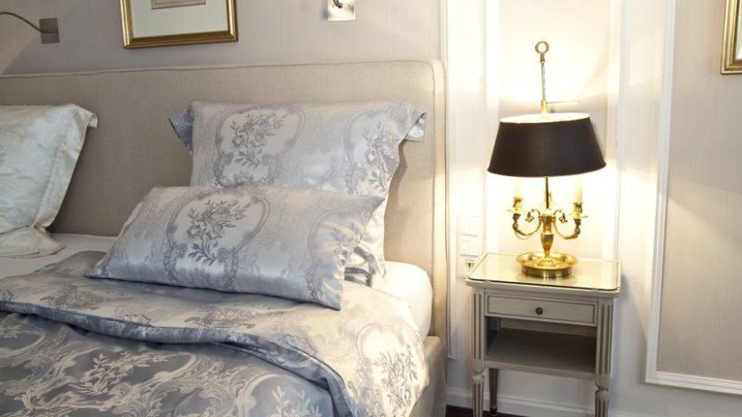 Elegantná kožená posteľ