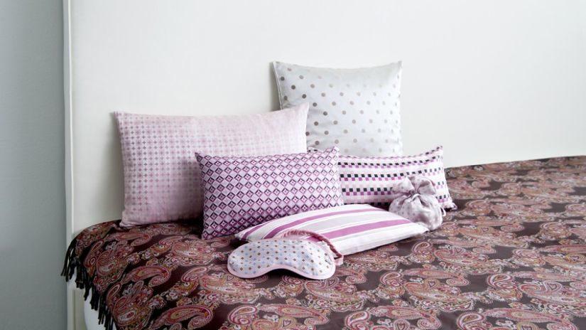 Trendy biela kožená posteľ
