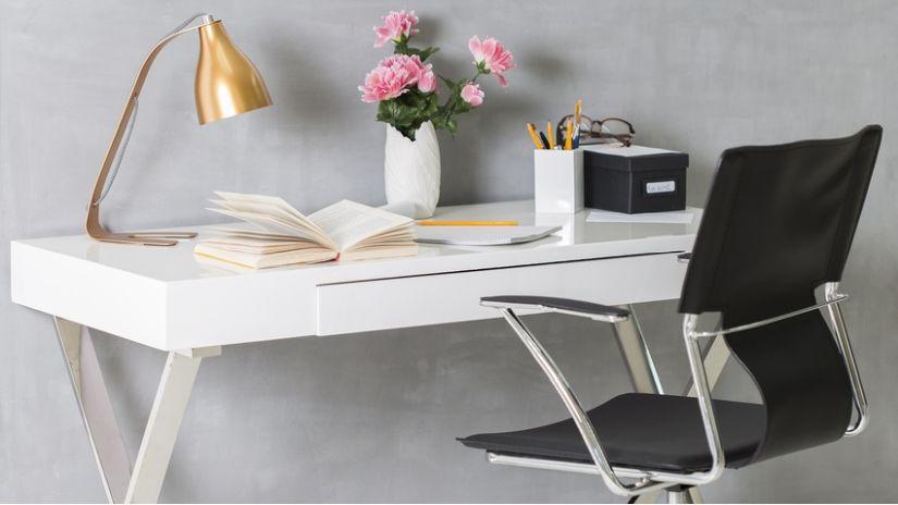 Čierna poholná stolička k písaciemu stolu
