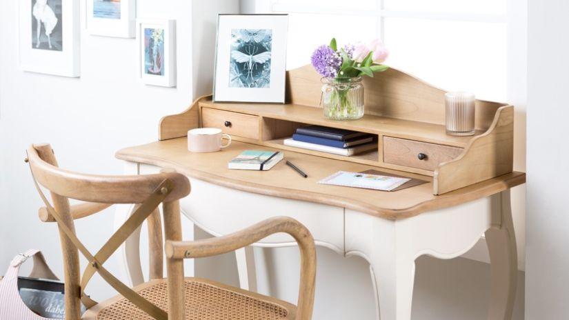 Drevená stolička k písaciemu stolu