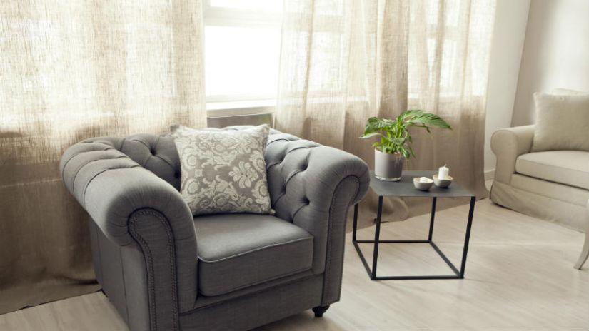 Sklenená polička do obývačky