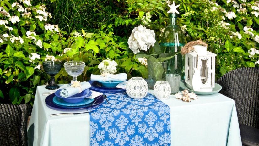 Modrý trendy behúň na stôl