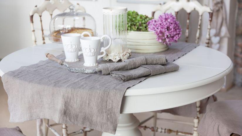 Kvalitný ľanový behúň na stôl