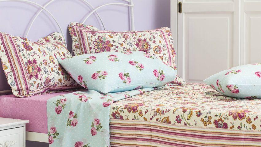 Romantická posteľ s kovovým rámom