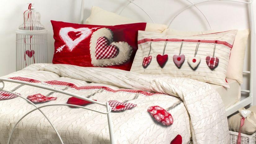 Kovová biela posteľ do spálne