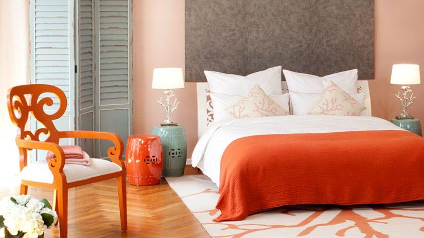 Trendy oranžová stolička do spálne