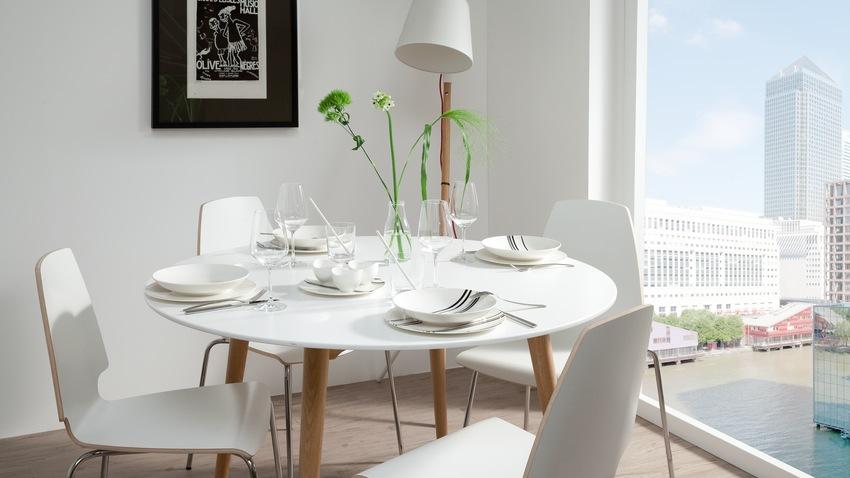 Biele jedálenske stoličky
