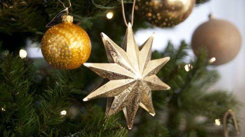 Jemné vianočné osvetlenie na stromček