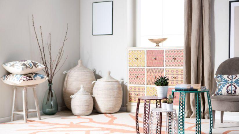 Svetloružový koberec s motívom
