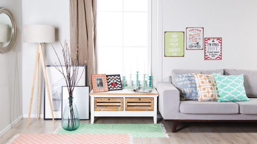 Tkaný zelený koberec
