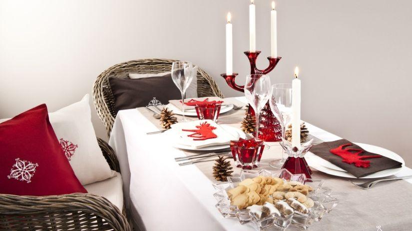 Moderné vianočné dekorácie na stôl