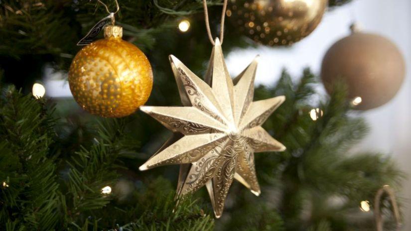 Zlaté vianočné dekorácie