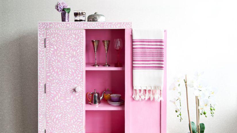 Dievčenská ružová skrinka na stenu