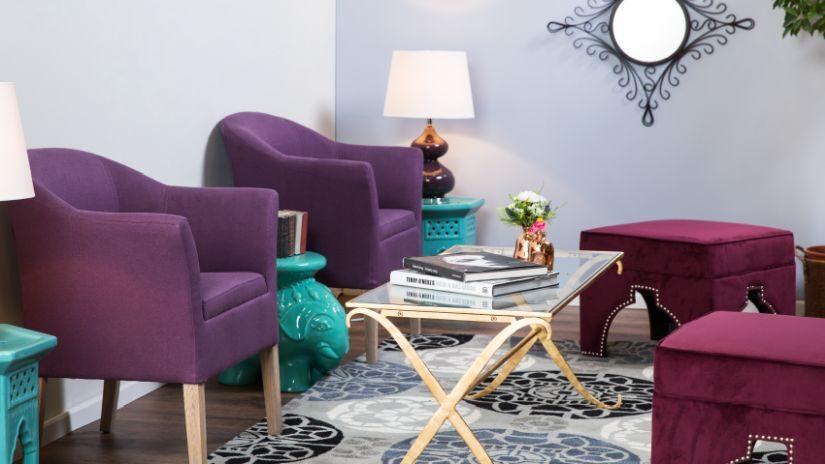 Pohodlné fialové kreslá