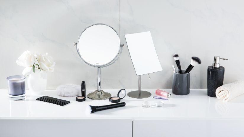 Kozmetické zrkadlo bez rámu