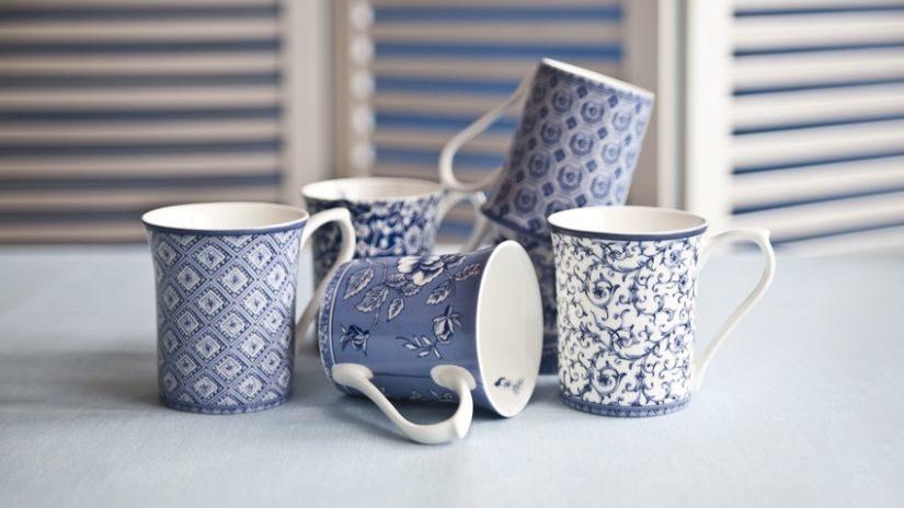 Vzorované porcelánové šálky