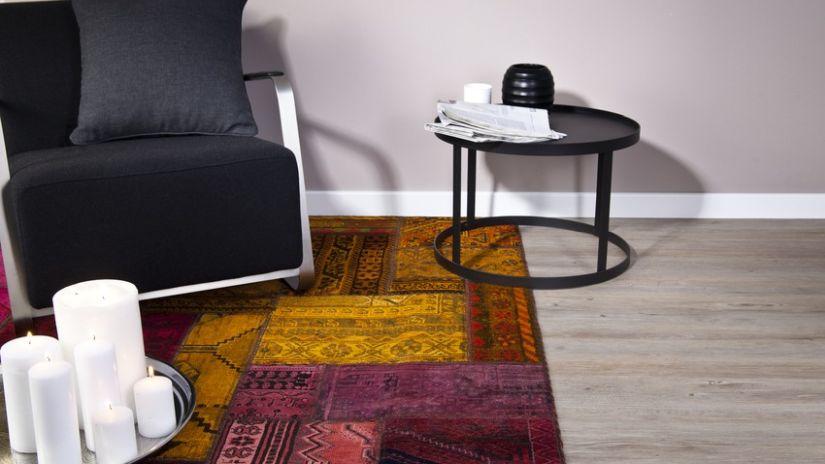 Fialový orientálny koberec