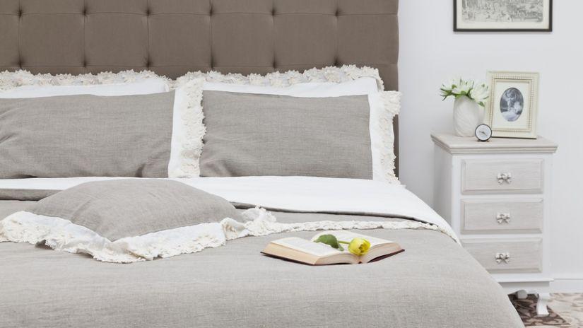 Boxspring posteľ béžovej farby