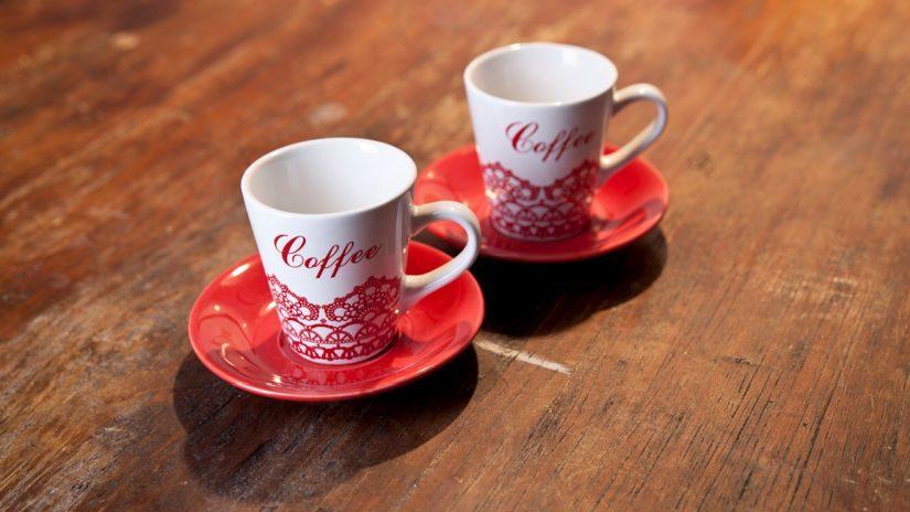 Trendy červené šálky na espresso