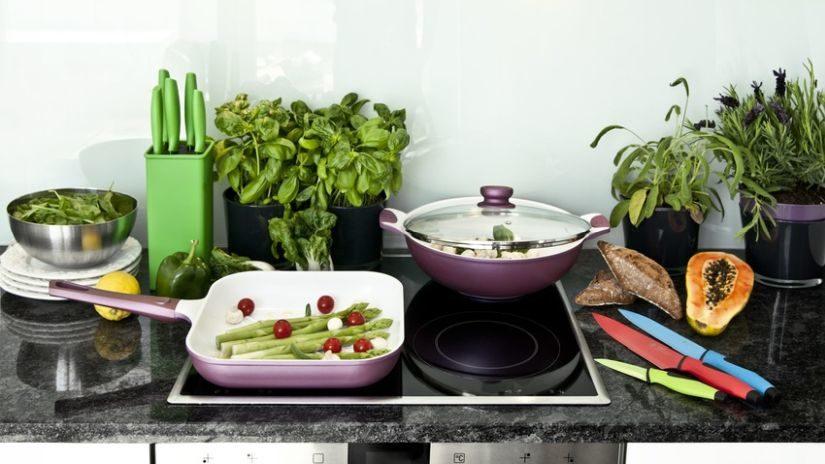 Trendy fialová wok panvica