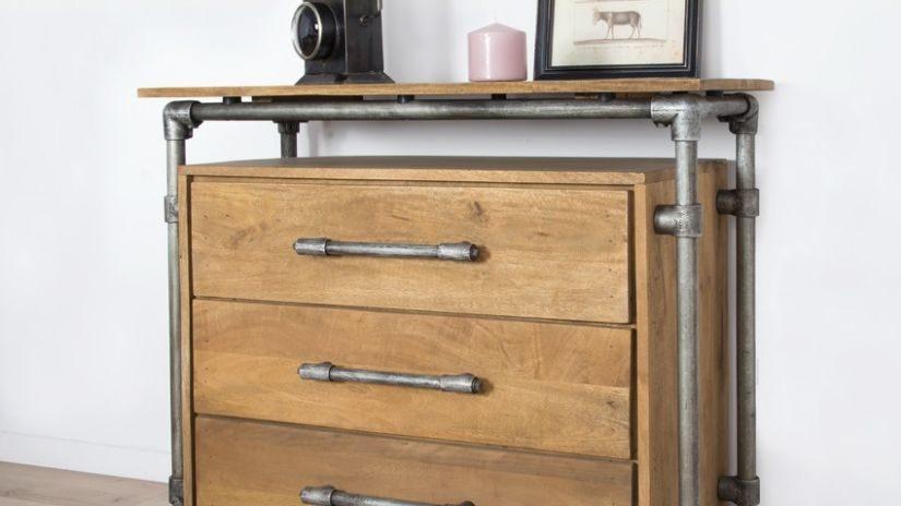 Kvalitná drevená komoda z masívu