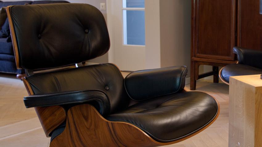 Pohodlná čierna kožená stolička