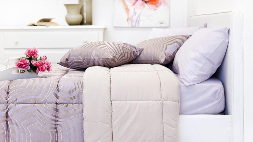 Romantická vysoká posteľ